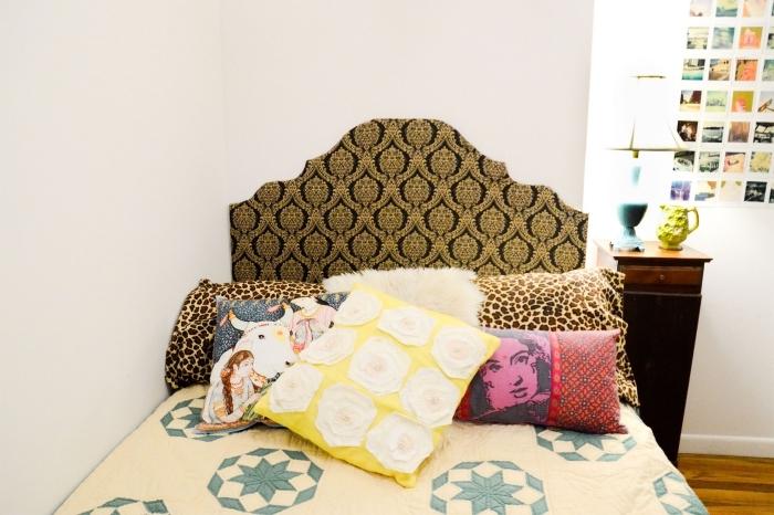 idée diy déco chambre facile, réaliser une tête de lit en papier peint, revêtement plancher bois dans une chambre blanche