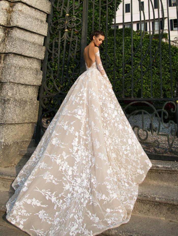 Magnifique dos de robe de mariée longue traine dentelle, manches en dentelle et dos nu, robe princesse pour mariage, robe de mariée volumineuse