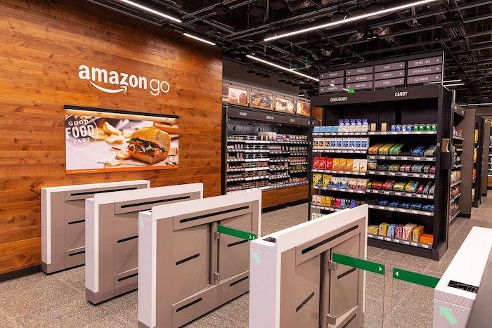 photo intérieur boutique Amazon Go sans caisse mais qui devrait installer des moyens de paiement traditionnels