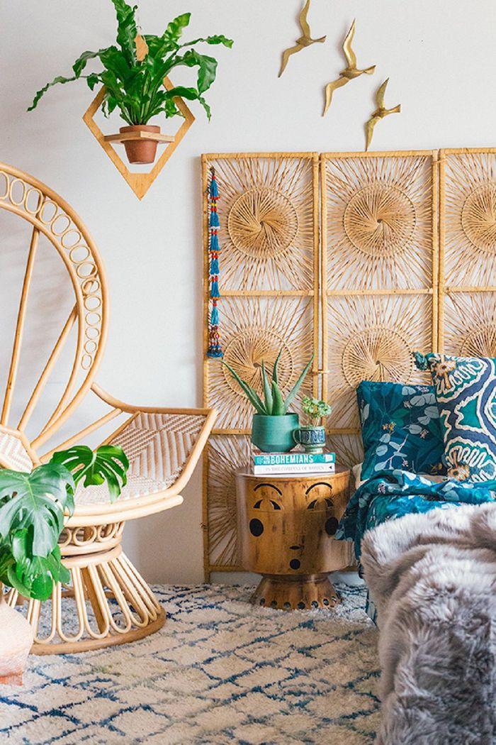 Meubles en rotin, mignonne table de chevet originale, bohème chambre, idée rangement chambre style scandinave, plantes vertes