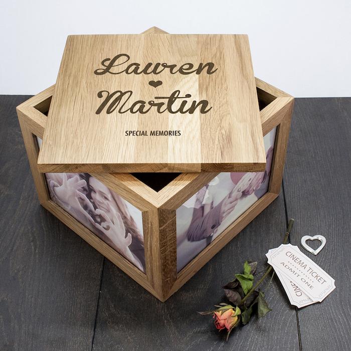 Bois coffret cadeau couple, idée cadeau couple original, quel cadeau pour quel couple personnalisé avec photos et ls noms de la couple
