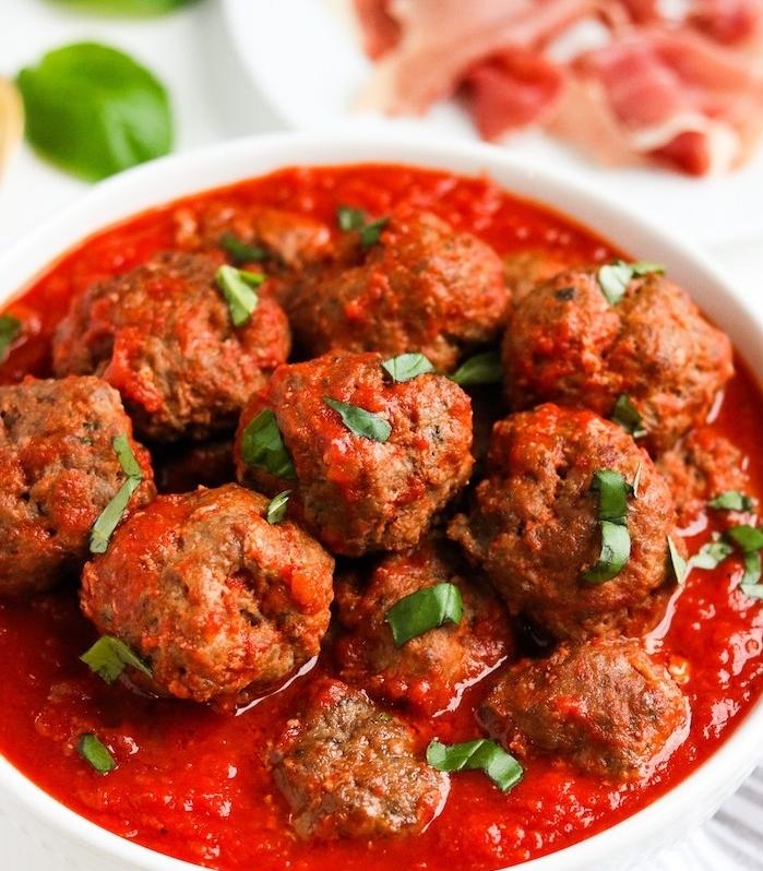 boules de viande hachée avec de la sauce tomate, diète cétogène recette simple avec viande pour diner