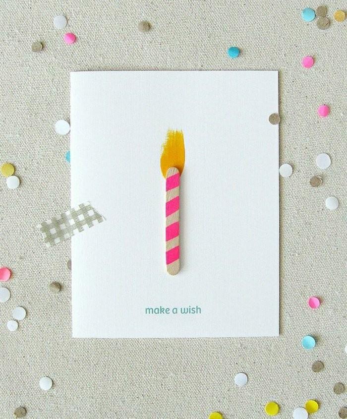 une carte d'anniversaire a faire soi meme avec une simple décoration de bougie en bâtonnet de glace repeint et en tâche de peinture jaune