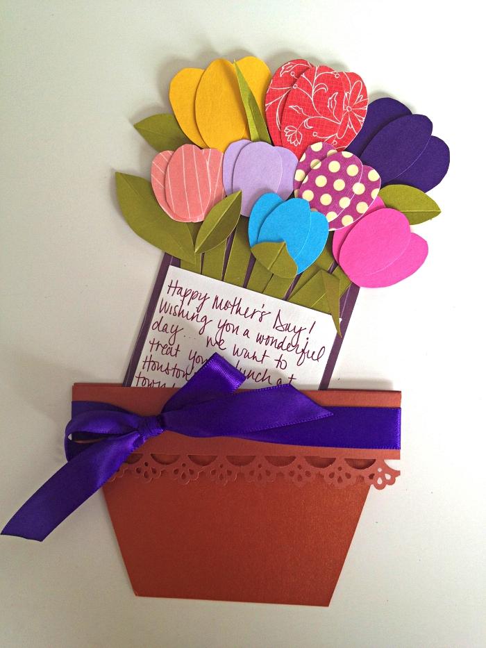 carte pour la fête des mères en forme de bouquet de tulipes en papier avec message personnalisé, idéecadeau fête des mères à fabriquer soi-même