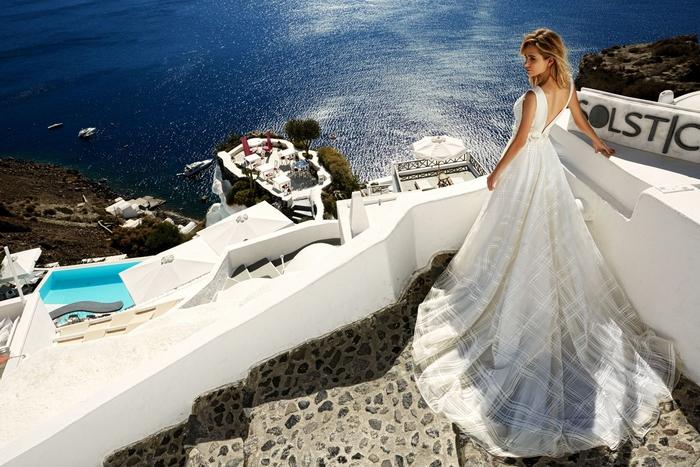Belle vue de la mer en grece, robe originale avec motif carré, robe de mariee romantique, les modernes princesses, cool idée
