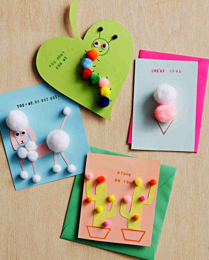 quatre modèles de cartes de voeux à l'occasion de la fête des mères avec une jolie décoration de pompons en forme d'animaux, de glace et de cactus