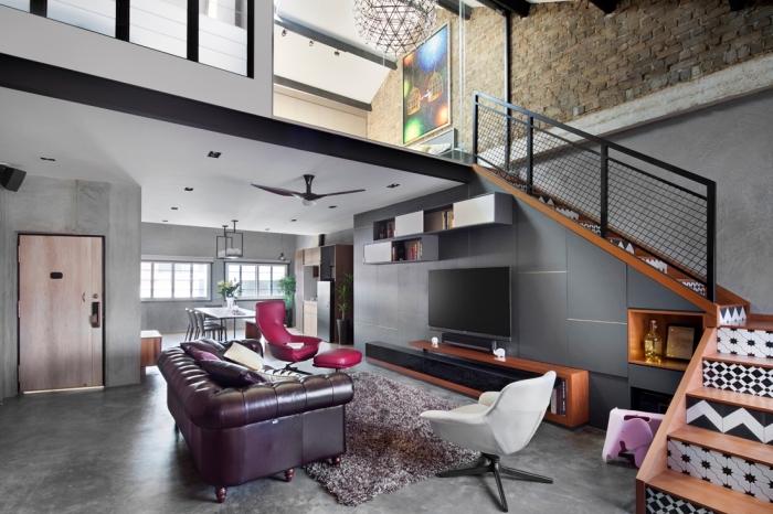 modèle de chaise style industriel en cuir et métal, aménagement salon aux murs et plancher béton avec meuble cuir