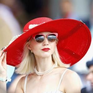 Adoptez le chapeau de mariage pour une tenue chic qui fait différence