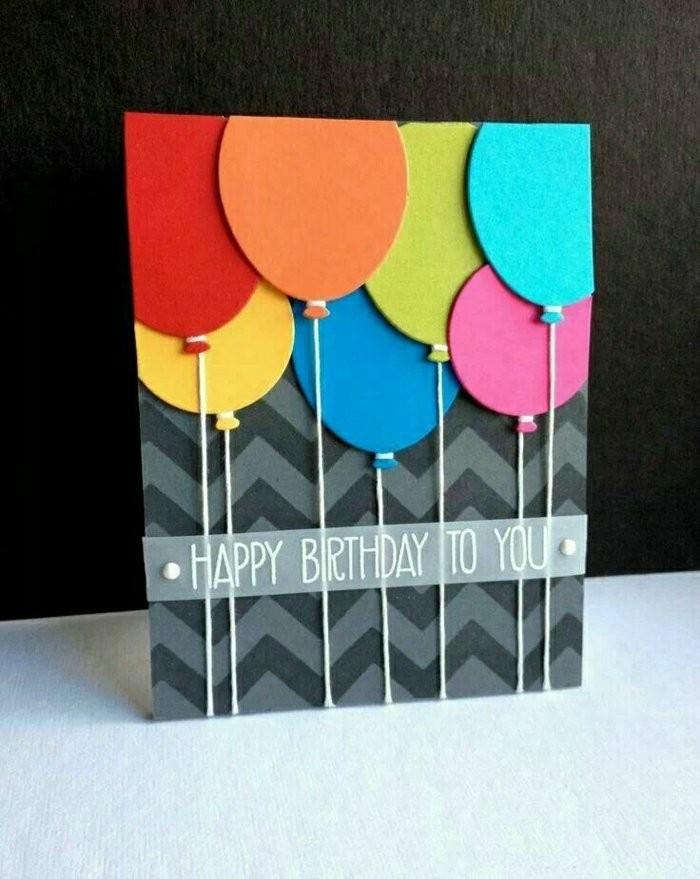 jolie carte fête d'anniversaire en papier motif chevrons ornée de ballons en papier cartonné de couleur