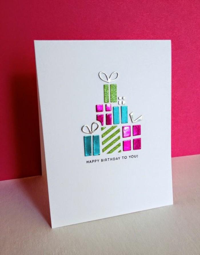 carte d'anniversaire a faire soi meme décoré de petits détails en papier métallisé, carte de voeux à motifs cadeaux