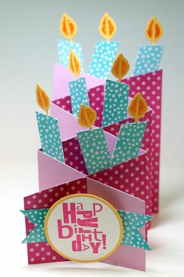 une carte d'anniversaire petite fille en accordéon rose et vert d'eau décorée de bougies 3d en papier cartonné