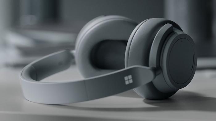 Après le casque audio Surface, Microsoft continue sur le chemin de l'audio avec le développement des écouteurs sans fil Surface Buds, futurs concurrents des AirPods 2