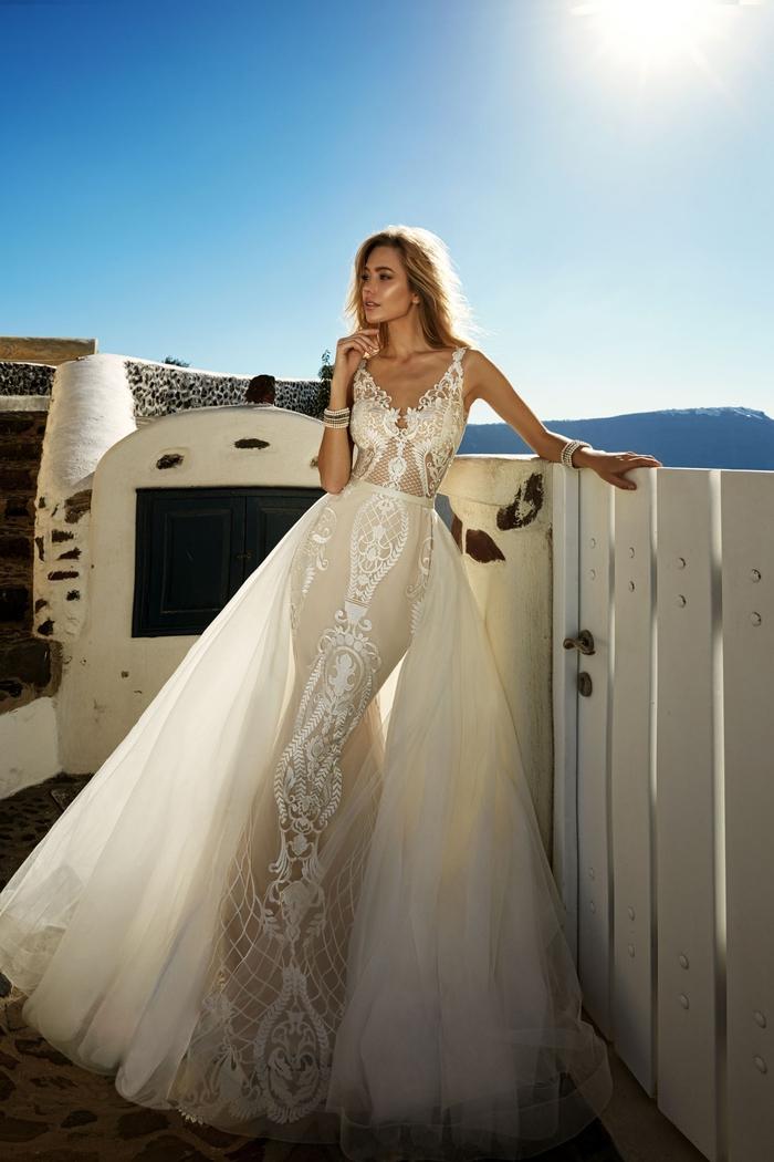 Robe élégante étroite pour mariage chic avec traine longue volumineuse, tenue de mariage jeune femme, les robes de mariage dentelle et tulle