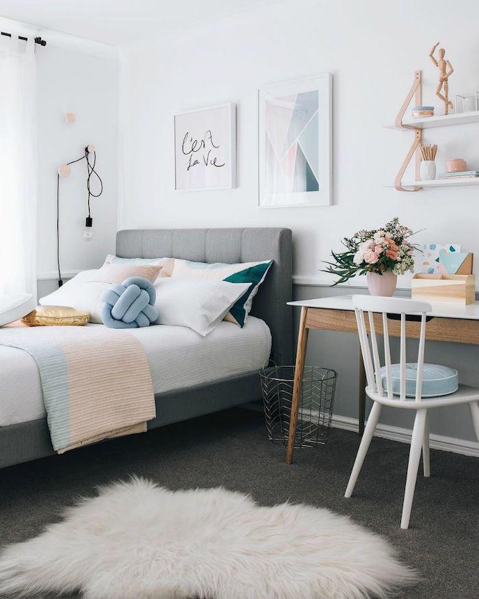 Belle chambre ado gris et rose pastel, déco romantique, rangement livre dans la chambre à coucher, comment bien ranger sa chambre