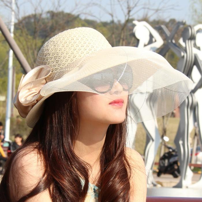 chapeau couleur ivoire, voilette, lunettes de soleil, chapeau invité mariage, look femme élégant