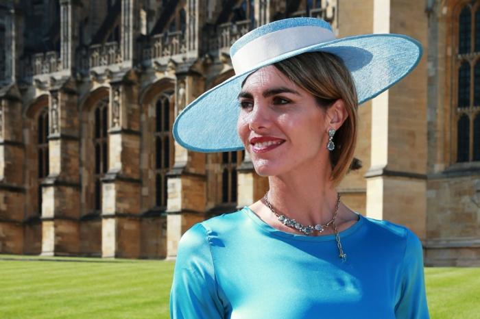 chapeau bleu, robe bleue, collier en argent, chapeaux mariage originaux, capeline mariage