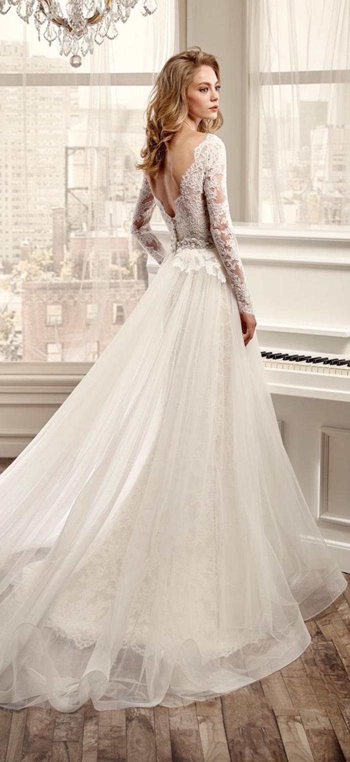 Magnifique robe de mariée pour petite, taille signifie, jupe longue traine, robe de mariee princesse avec traine sans voile