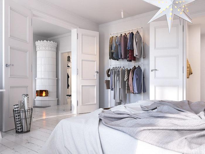 Cheminée antique, rangement vêtement, chambre blanche, comment bien ranger sa chambre, astuce rangement chambre chic