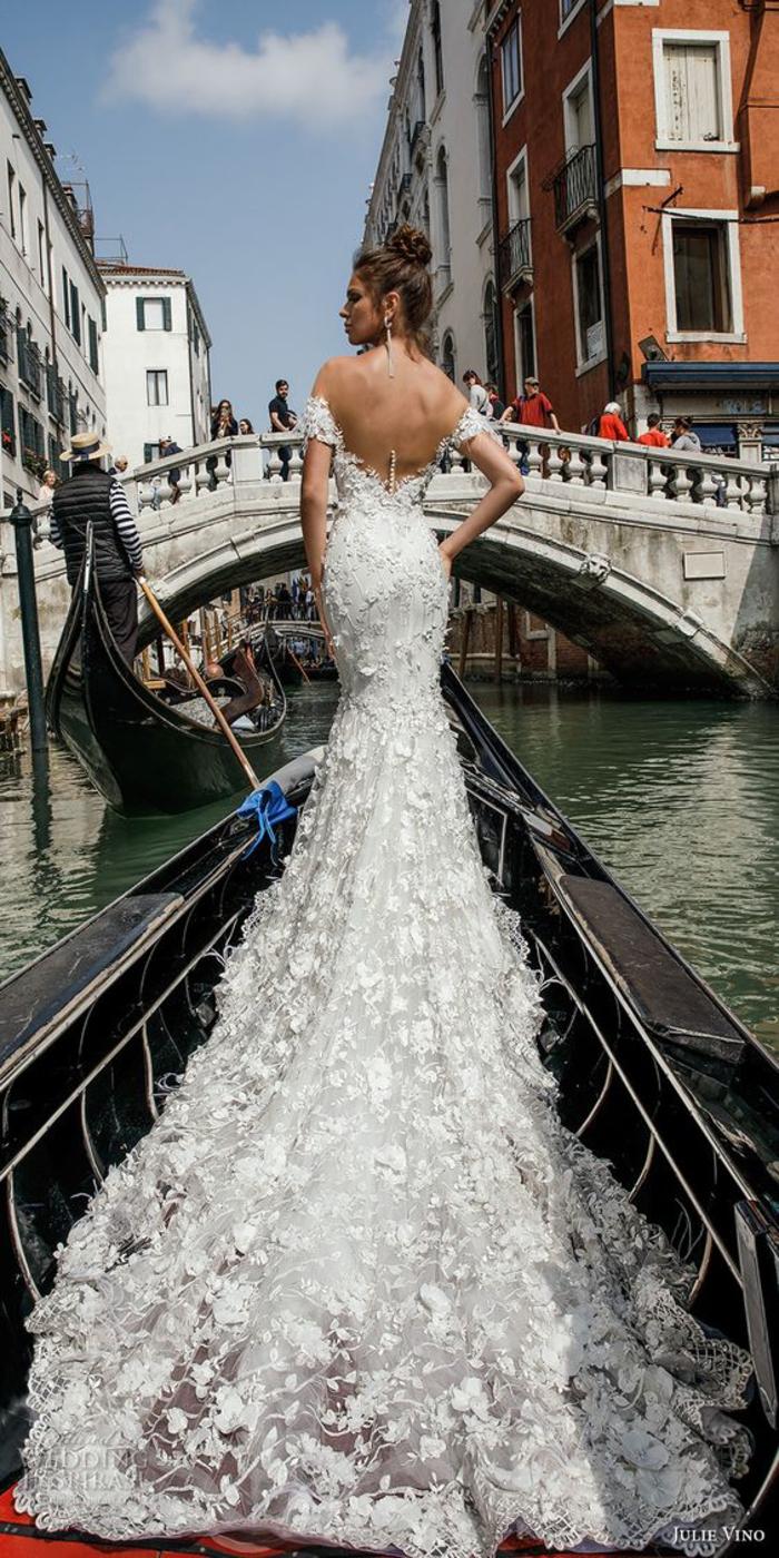 Venise photo en gondole, vivre sa conte de fées, merveilleuse robe de mariée longue en dentelle