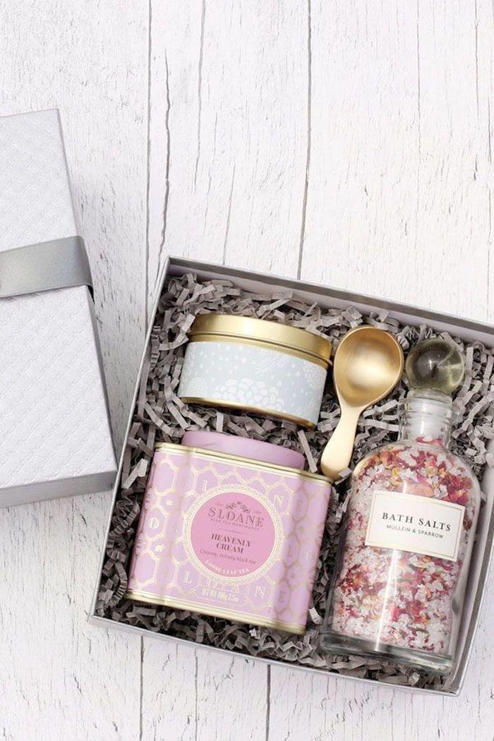 Coffret spa cadeau a faire soi meme, cadeau mariage original, inspiration cadeau couple sel et bougie aromatique