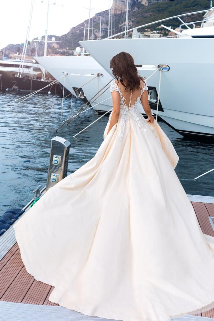 Yacht port, femme dos robe de mariée princesse 2019, tendances longue robe en dentelle