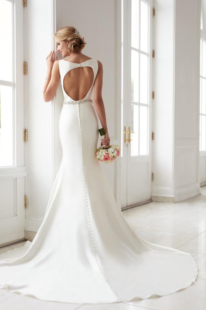 Robe blanche longue traine, bouquet de fleurs d'été, princesse robe de mariée, magasin robe de mariée inspiration en ligne