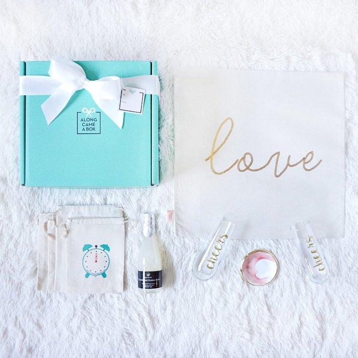 Petits détails qui font un cadeau mignon pour couple jeunes mariés, idée cadeau pour mariage, cadeau de mariage insolite, faire des mémoires