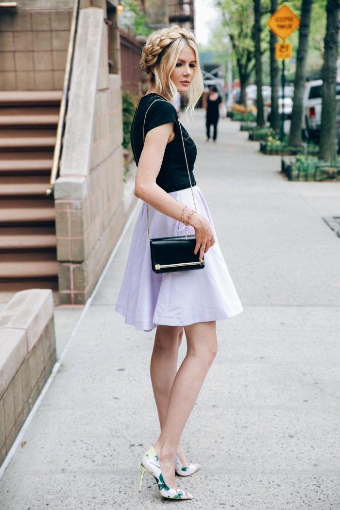 idée de coiffure bohème chic pour l'été, tresse couronne avec mèches détachées de devant, look de femme romantique avec robe évasée noire et rose