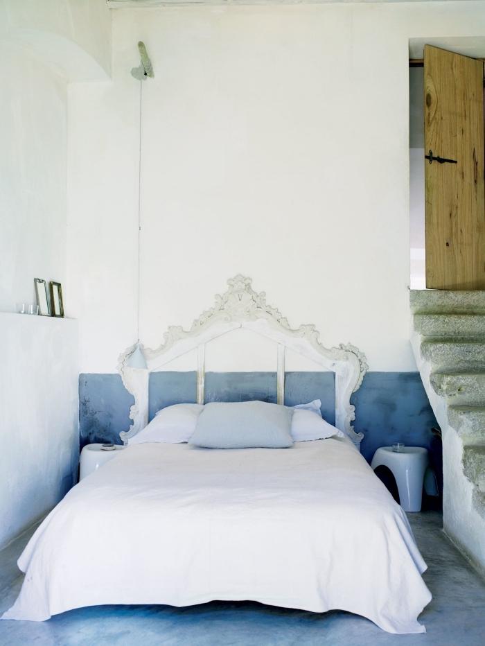 fabriquer une tete de lit en bois de style vintage, déco chambre à coucher marine avec meubles et objets shabby chic
