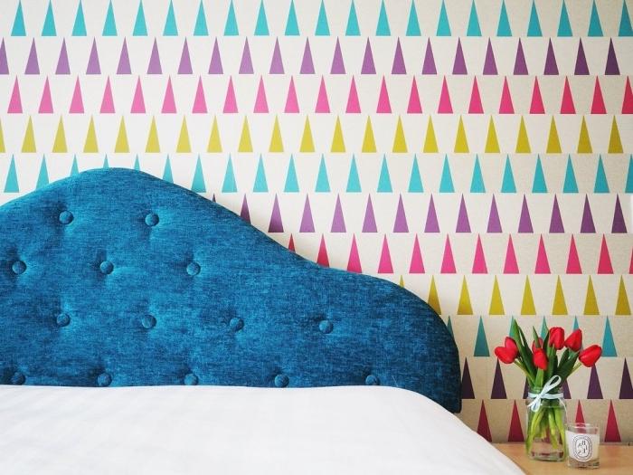 revêtement mural pour chambre à coucher enfant avec déco en washi tape, modèle de tete de lit a faire soi meme