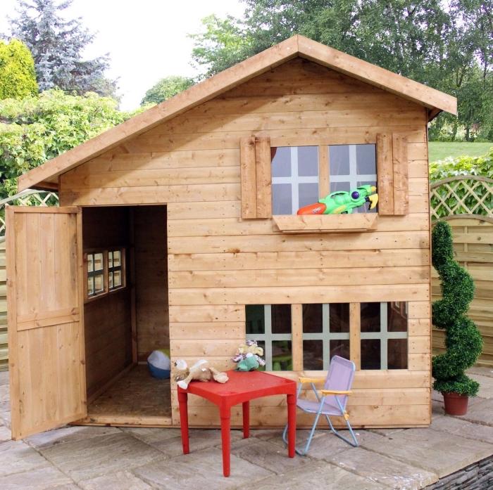 construire une cabane de jardin, bricolage avec bois pour jardin, exemple construction de jardin pour coin jeux