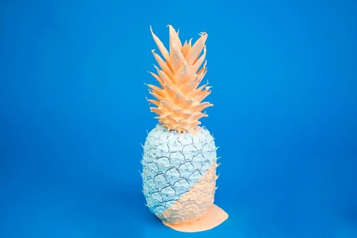 choisir un fond d écran cool pour son ordinateur, idée wallpaper original en couleurs avec un grand ananas en avant plan