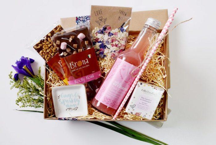 Chocolat et limonade rose, coffret cadeau parfait, idée cadeau couple, cadeau a faire soi meme pour le mariage de mes meilleurs amis