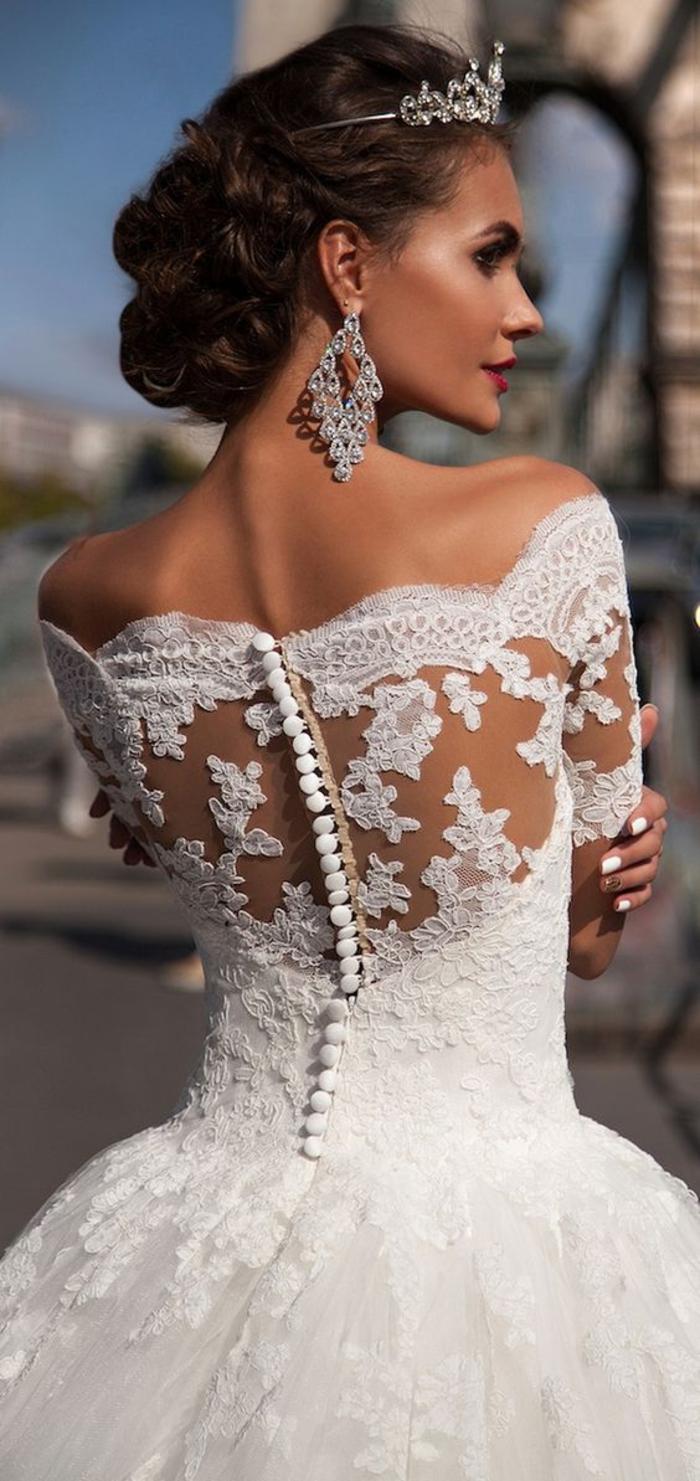 Couronne, boucles d'oreilles, beaux accessoires mariage, la plus belle robe de mariee princesse, quelle robe pour mon mariage