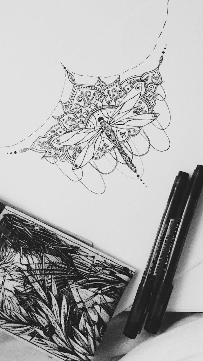 Couronne et Libellule tatouage odonate en couronne style mandala, dessin sur papier avec feutre noir, tatouage original, motif tatouage moderne, tendences tatouages