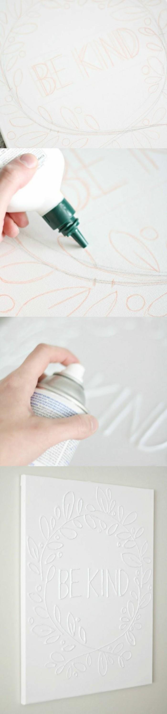 déco mur intéressante, idée de bricolage facile, script décoratif blanc sur feuille blanche