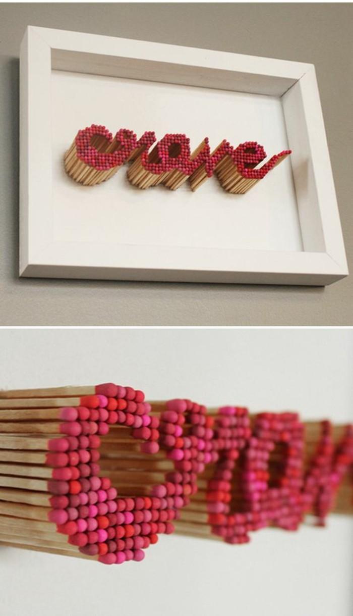 décoration avec allumettes, tableau pour salon créatif à faire soi-même, mot écrit avec allumettes