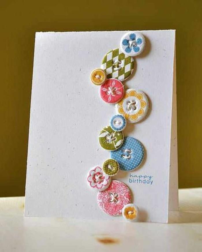 jolie carte bonne fête d'anniversaire décorée de petits boutons de taille et de couleur différentes