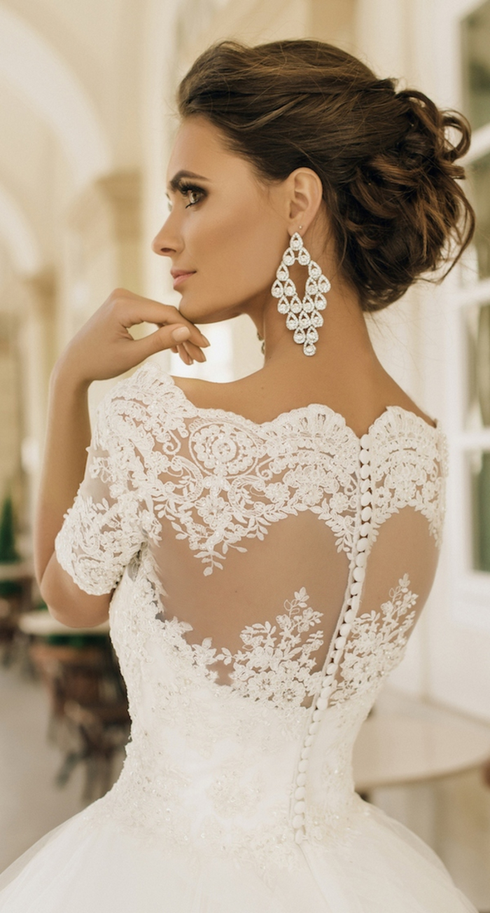 Dos en dentelle fermeture perles pour boutons, robe de mariee de princesse, mariage conte de fées en robe longue blanche
