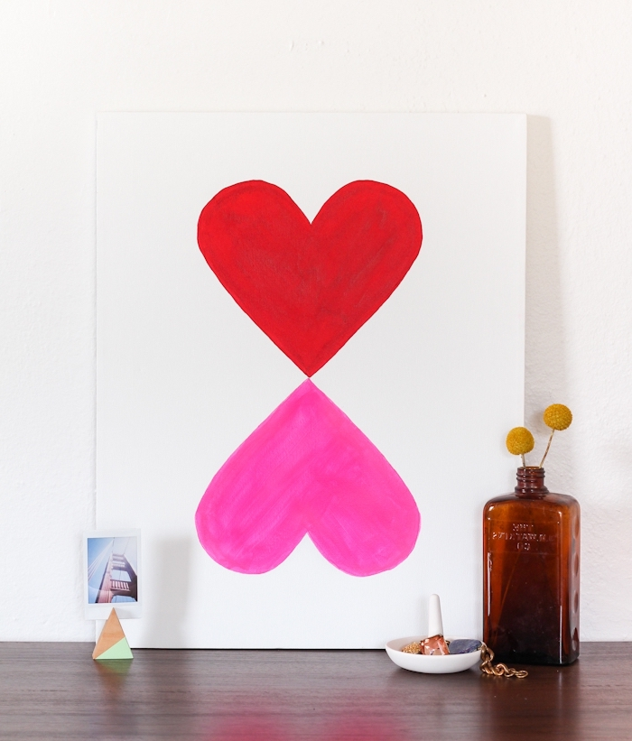 diy déco chambre, deux coeurs dessinés sur une feuille de papier, idée déco mur