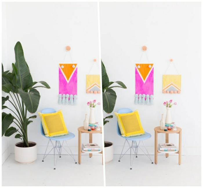 decoration murale en bois, chaise bleue, petite table en bois, grande plante verte