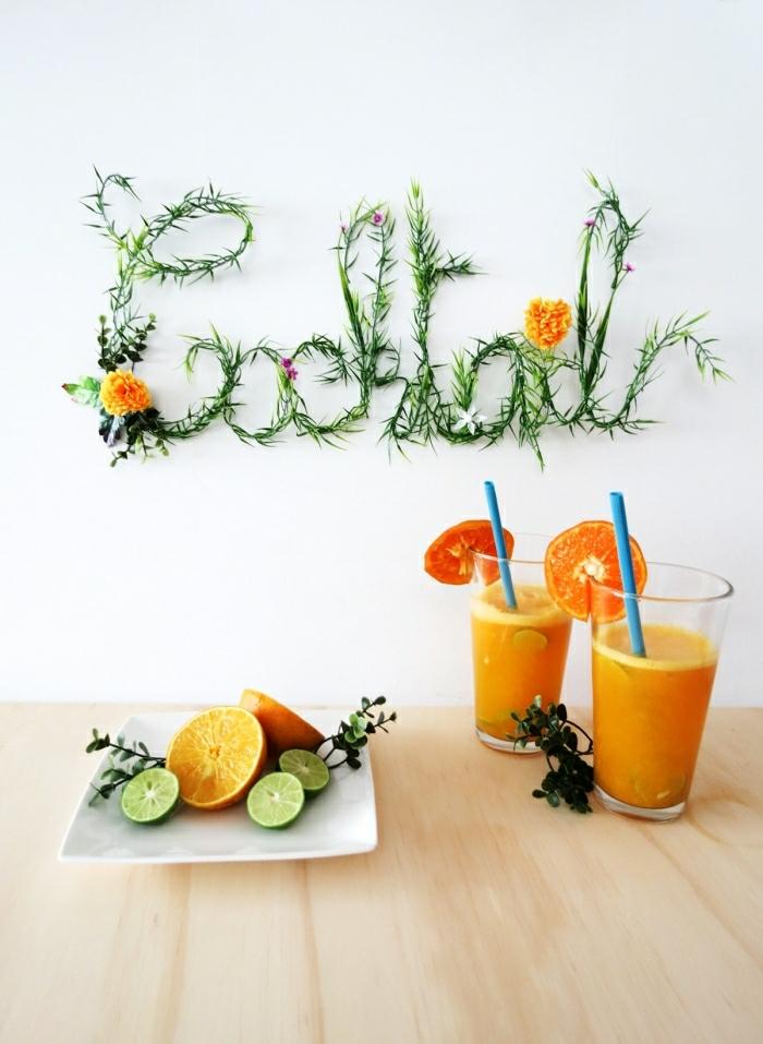idée de bricolage, jus d'orange, idée déco de party, mur décoré d'inscription avec feuillage