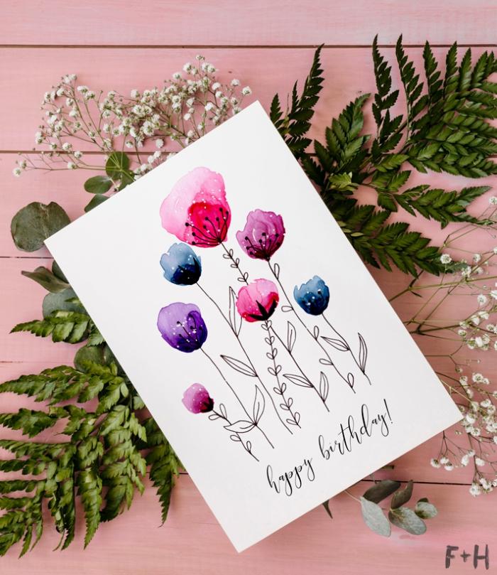 carte d'anniversaire a faire soi meme aux motifs fleurs dessinées à l'aquarelle accompagnées d'un joli lettrage manuscrit réalisé avec feutre sharpie