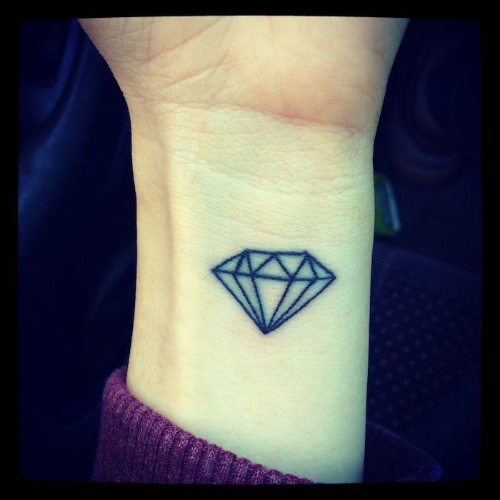 Diamant sur le poignet, diamant tatouage manchette homme, tatouage original, dessin décoratif