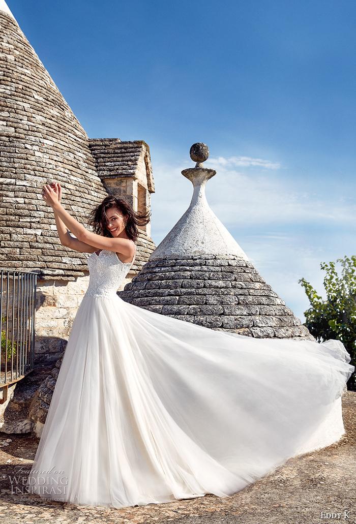 Alberobello photo femme en robe de mariée, belle robe blanche et exterieur medieval original, robe de mariée de princesse, belle femme en robe de princesse chic