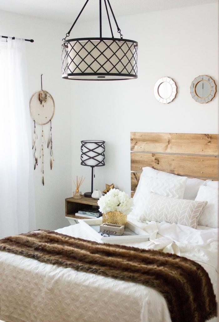 design intérieur de style minimaliste, déco bohème chic avec meubles et objets bois, fabriquer une tete de lit en bois