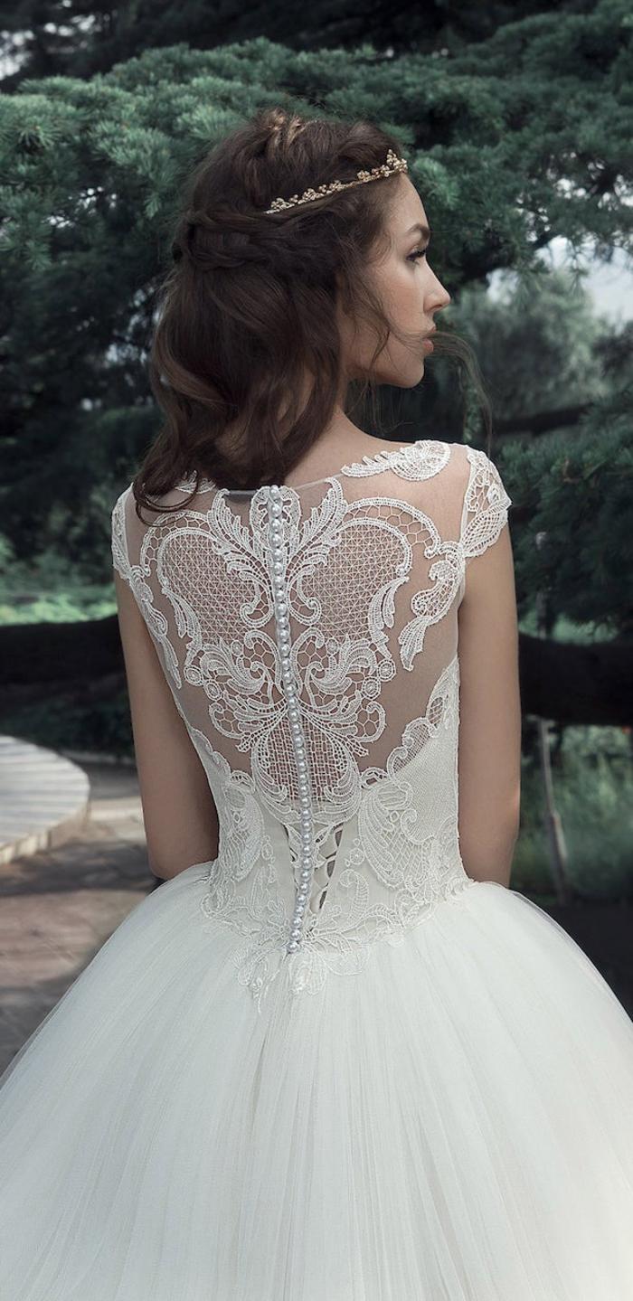 Dos dentelle et perles, robe de mariée princesse bustier, longue robe de soirée blanche détaillée