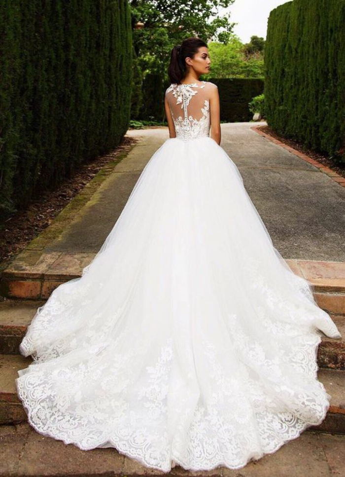 Chouette idée comment la robe de mariage doit ressembler, longue traine, dentelle dos chic, robe princesse de mariée, blanche robe de mariee longue