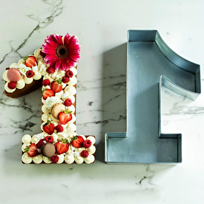 comment faire un gâteau chiffre facile, emporte pièce pour découper un number cake en forme de chiffre 1