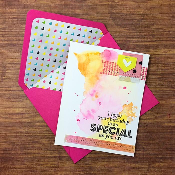 jolie carte d'anniversaire aquarelle dessinée à la mai et son enveloppe rose fuchsia, une carte de voeux faite maison à motifs aquarelle et scrapbooking
